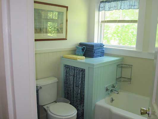Cozy cottage at the head of MDI - Bathroom