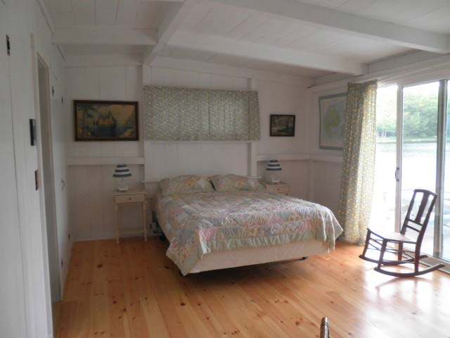 Nutkin Cottage, Donnell's Pond - Bedroom