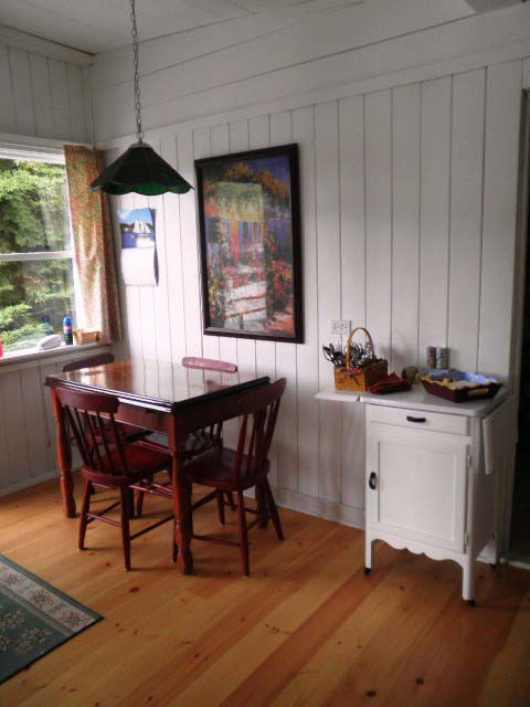 Nutkin Cottage, Donnell's Pond - Kitchen table
