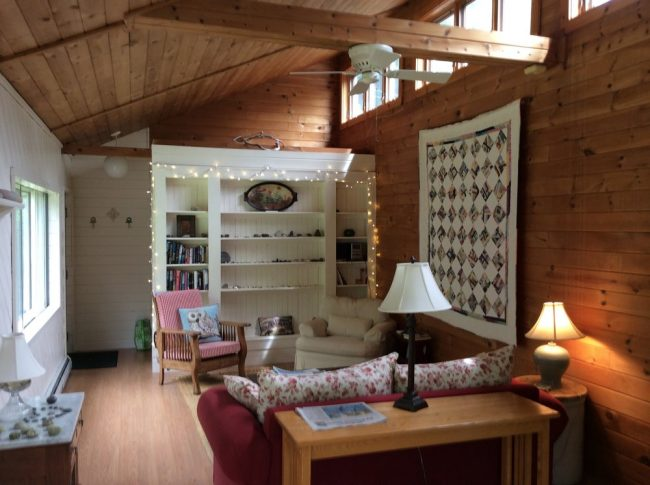 Charming Cottage for Two, Hancock Point - Main Room