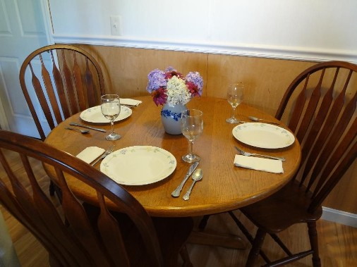 Dining room, traditionally decorated