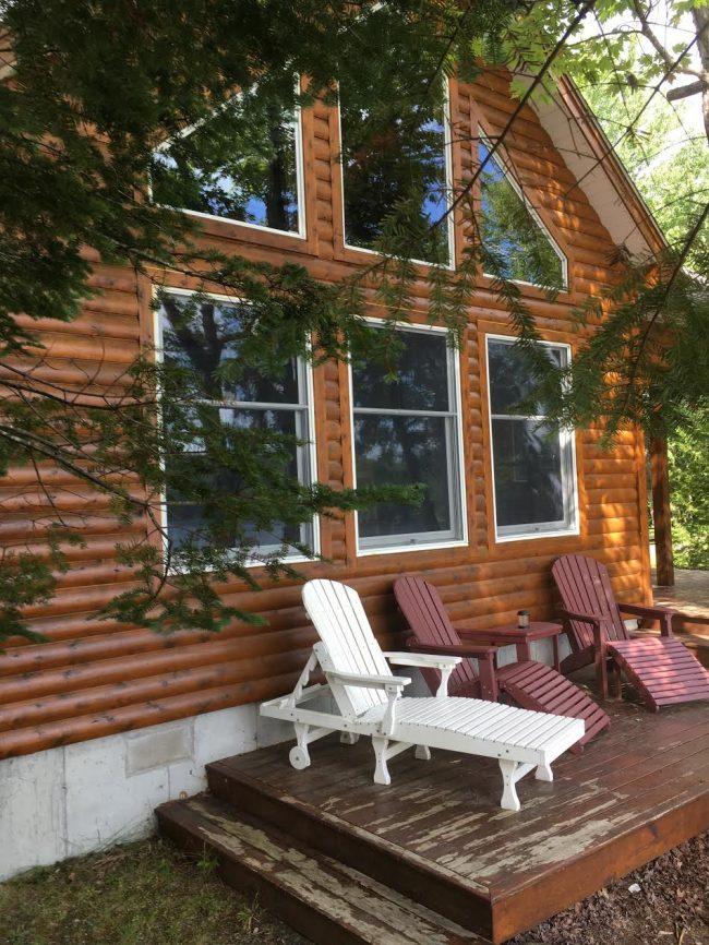 Log Cabin on Davis Pond - Lounge chairs
